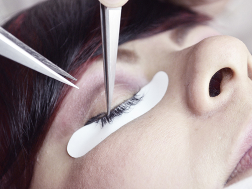 eyelash-extension-treatment